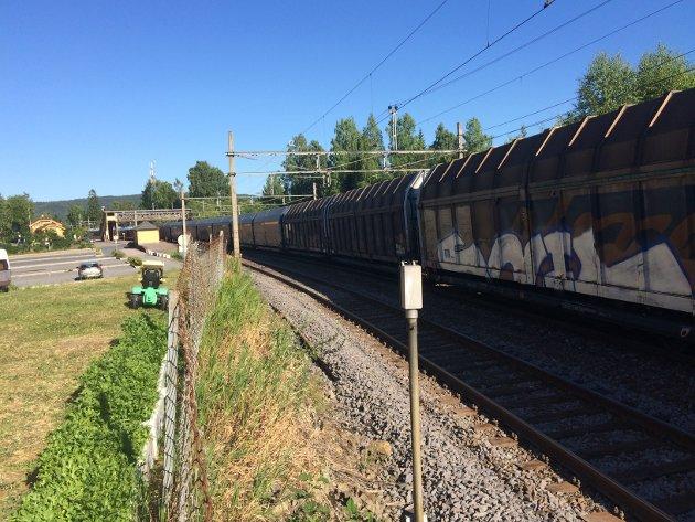 GODSGJENNOMBYGDA:Godstog fra CargoNet på Nittedal stasjon.