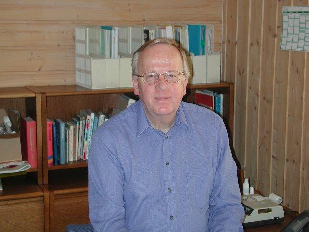 FORTSATT IKKE BRA: Arne Gylterud uttrykker på nytt frustrasjon over dårlig brøytet fortau i Stasjonsveien.