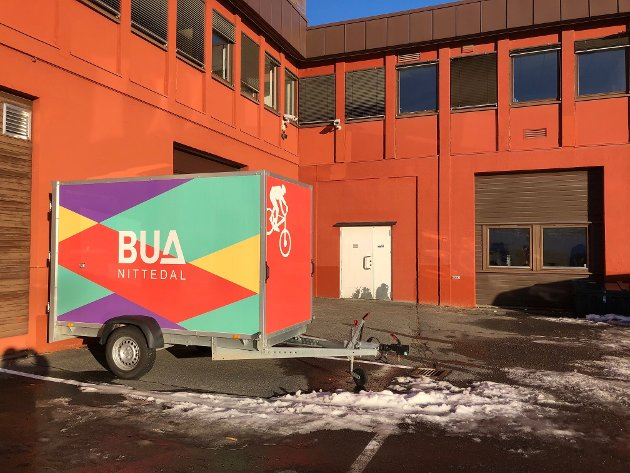 UTLÅN: BUA befinner seg bak den hvite døra på baksiden av rådhusbygget.