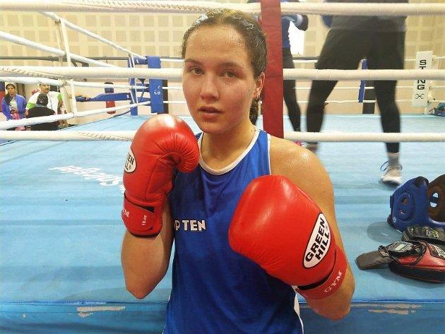 """Tøff sparring: Madeleine Angelsen har prioritert å møte boksere med """"southpaw""""-stil under sparringen. Det har vært en lærerik reise. Sveip til siden for å se noen flere bilder fra mesterskapet i New Dehli"""