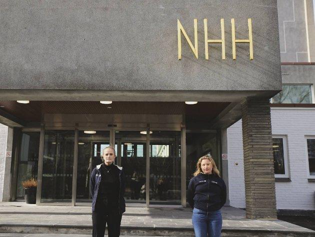 – Med unge mennesker som begynner å gå lei, hjelper det ikke lenger med strenge anbefalinger, skriver innleggsforfatterne. Foto: NHHS