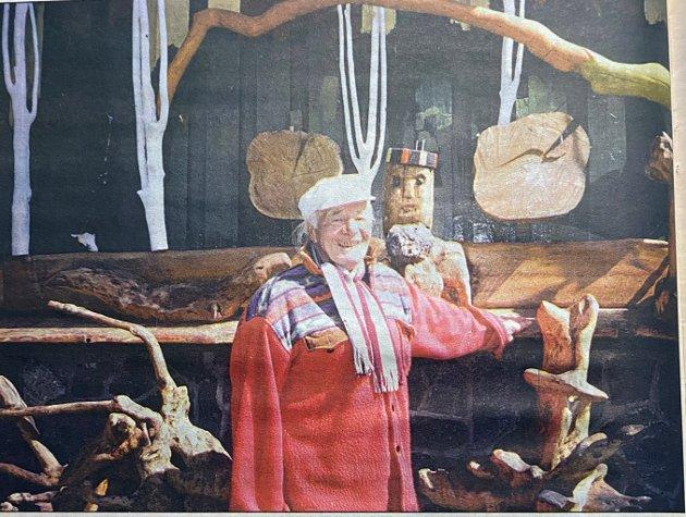 Odd Lyngaas fra Nesodden lot ikke fantasien stoppe han. Av trerøtter laget han fantasifulle figurer og dyr.