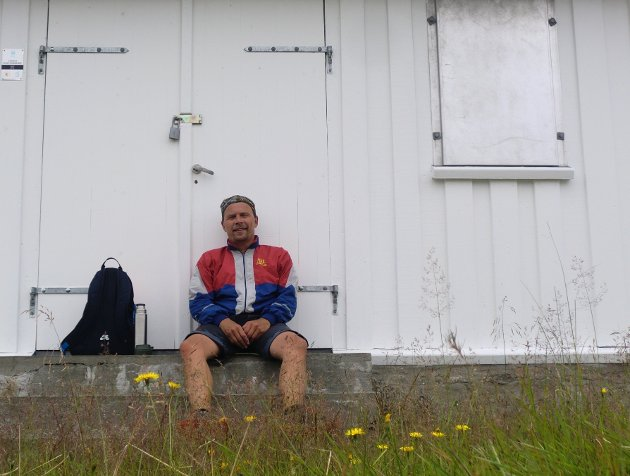 John G. Robertsen fra Bergen er fornøgd med den hyggelige betjeninga han opplever på Best sin bensinstasjon i Eikangervåg.