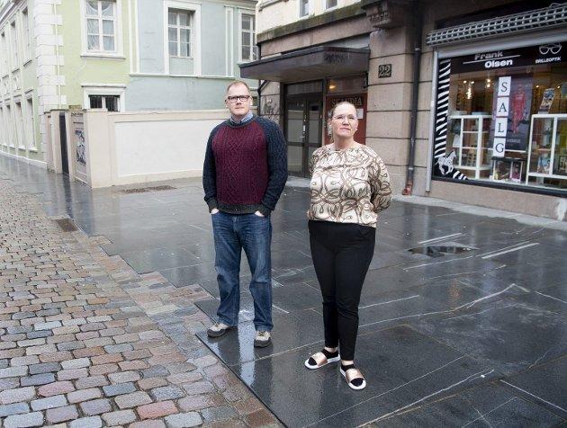 Frank Hagen og Anja-Renate Olsen driver fortsatt familiebedriften Frank Olsen Brilleoptikk i Kong Oscars gate, men legger ikke skjul på at hverdagen er tøff. – Det er snart ikke mulig å drive i sentrum, sa Olsen til BA lørdag. I byrådserklæringen er sentrumshandel knapt nok nevnt.