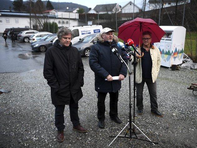 De utmeldte eks-FNB-medlemmene Per Jørgensen (fra venstre), Trym Aafløy og Rolf Scott vil ha mer penger for å drive politisk arbeid. Nå vil de bli regnet som en «gruppe» av uavhengige bystyremedlemmer. ARKIVFOTO: ARNE RISTESUND