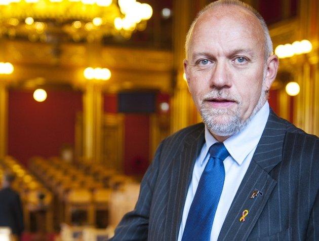 AVSTAND: Frps Ørsal Johansen bør markere avstand til at svenske SD skal være Frps søsterparti.