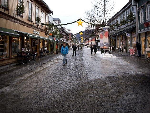 Sikring: Brannvesenet i Lillehammer er ikke tilfreds med brannsikringen av alle eiendommer i Storgata. arkivfoto