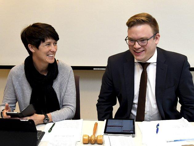 HVA?: Fylkesordfører Even A. Hagen og vareordfører Aud Hove. Hva mener de? Hvorfor tviler de? Og hvorfor løfter de ikke debatten ut i det åpne rom,