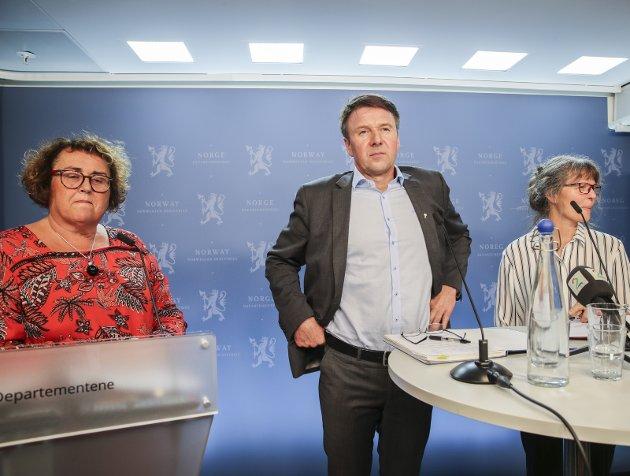 ENIGE: Statsråd Olaug Bollestad (t.v.) og lederne Lars Petter Bartnes og Kjersti Hoff - glemte de selvbergingen?