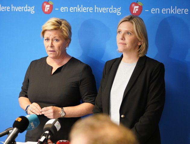 KRISE: Frp-lederne Siv Jensen (t.v.) og Sylvi Listhaug lever med krise i partiet få uker før høstens valg.