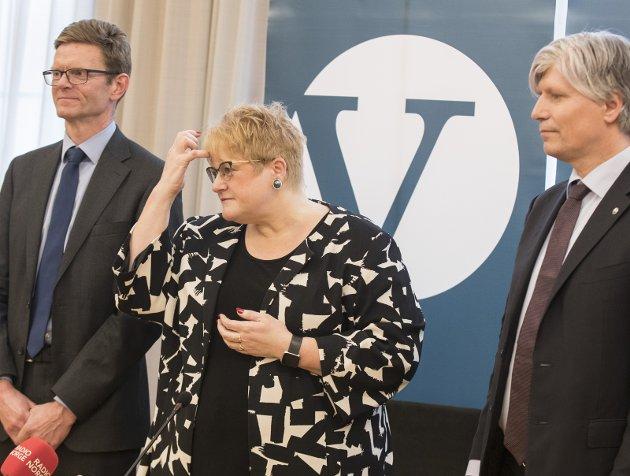 SKIFTES UT: Trine Skei Grande, med nestlederne Terje Breivik (t.v.) og Ola Elvestuen, kan stå for fall.
