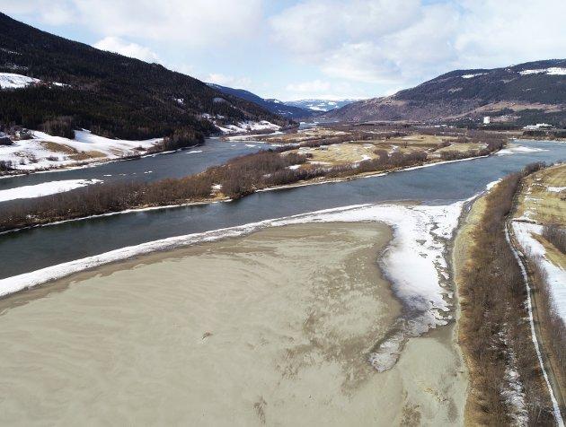 SANDPROPPER: Sand og vann går dårlig sammen. Slikt blir det ofte skader av. Vannet kommer, hvert år. Med mer sand.
