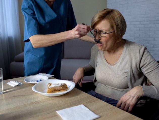 Likestilt: Omsorgssektoren trenger  stillinger det går av å leve av og et arbeid det går å leve med. Foto: Colourbox