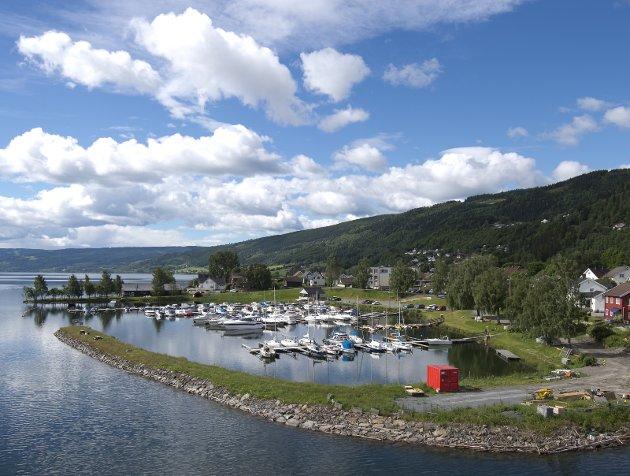 Tømming: Småbåthavna på Vingnes har ikke mottak for kloakk fra båtene, og noen tømmer den da i Mjøsa.Foto: Torbjørn Olsen
