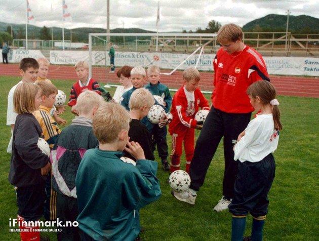 90-TALLET: Fotballskole i Karasjok.