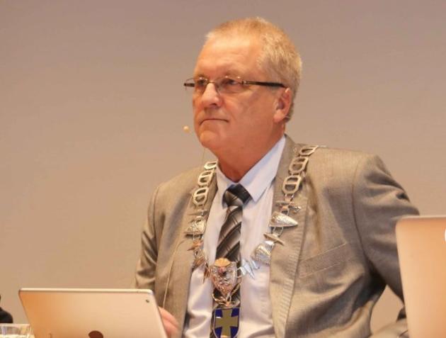 REAGERER: Klepp-ordfører Sigmund Rolfsen reagerer på kritikken fra Ane Mari Braut Nese. Han får støtte fra sju gruppeledere i kommunestyret.