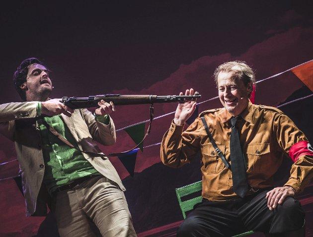 Satirisk musikal: Det Vestnorske teateret presenterer svensk satire i Logen i disse dager. Fredag hadde musikalen «Min venn Fascisten» bergenspremiere.