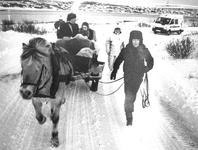 OL-ILDEN: Her er Vadsøs representanter på vei for å hente OL-ilden i begynnelsen av januar 1994.