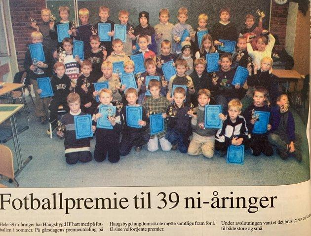 PREMIE: 39 ni-åringer fra Haugsbygd IF har vært på Fotballen i sommer, alle fikk premie.