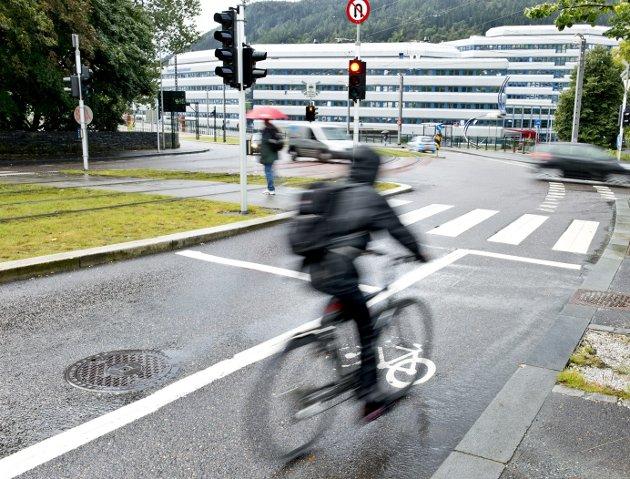 I dagens spalte kjem Jørund Vandvik med eit stikk til bilistar som skjeller ut syklistar.