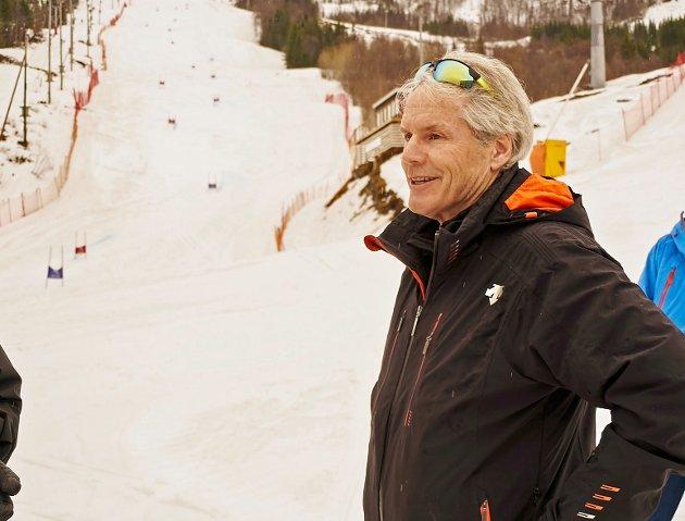 KEN READ: Tidligere toppalpinist fra Canada. Har vært president i det kanadiske skiforbundet. Ble valgt som en fagperson på alpint. Ble også valgt siden han kommer fra et land som sannsynligvis ikke blir en konkurrent om å arrangere VM.