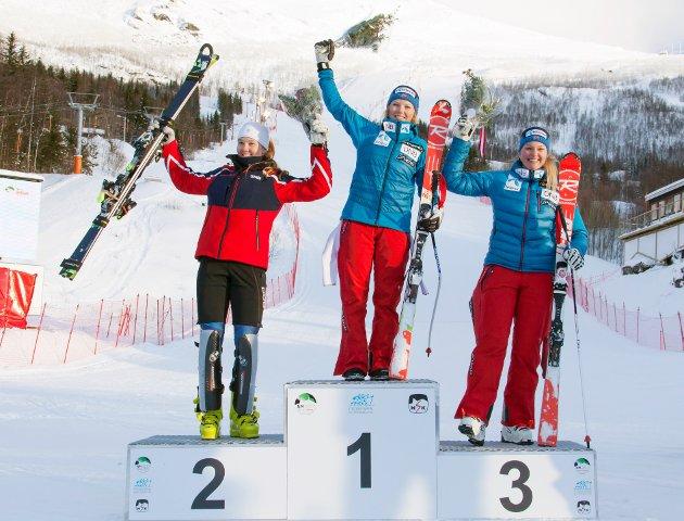 NM i alpint arrangeres i disse dager i Narvik. Her fra kvinnenes superkombinasjon der Kristin Lysdahl (20) tok NM-gull foran klubbvenninnen Marte Monsen fra Bærums Skiklub. Thea Louise Stjernesund tok tredjeplassen.