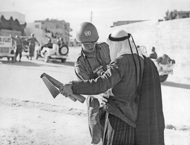 STYRKES: Vår gjesteskribent Lorentz Moe mener FN må gjøres sterkere og få mer myndighet. Her fra en norsk kontrollpost i Gaza i 1957. FOTO: NTB/Scanpix