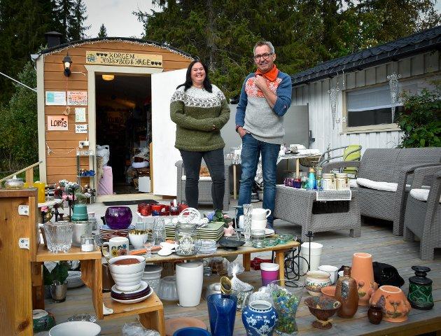Ragnhild Vassdal og Arild Karstensen åpnet Korgen hobbybod og hage i fjor.