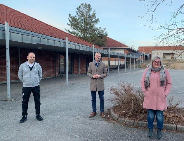 Hyllest: FAU-lederne Martin Levernes, Bent Cato Kirkeng og Marita Holm Solbrekke sender en stor takk til alle skoleansatte i Rakkestad for den innsatsen de har lagt ned de siste måneden.