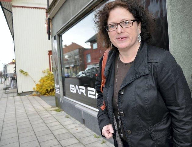 FORNØYD: Anita Skretteberg i Modum Høyre gjentar overfor May-Helen Nilsen at hun er fornøyd med budsjettresultatet.