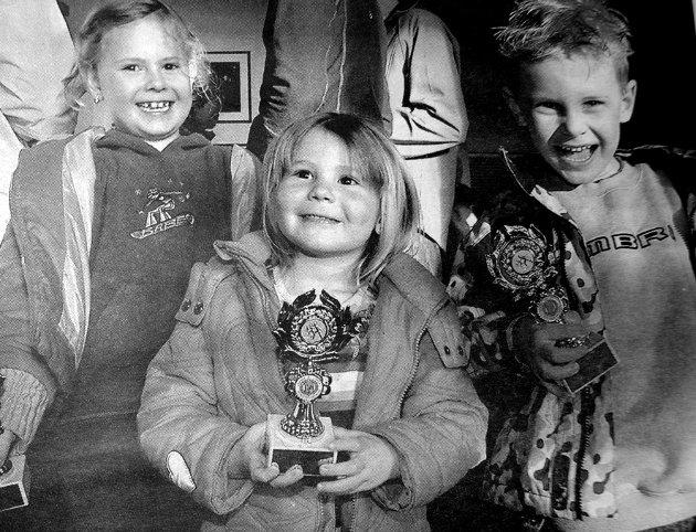 Emilie, Thale og Sander Landsem Vian var en sprek søskenflokk som stolt kunne innkassere pokal. Etter Leknessprinten denne vinteren. Leknes og omegn innbyggerforening hadde sponset Leknes skiklubb med premie til samtlige deltakere.