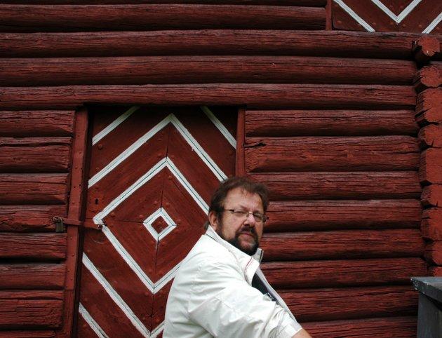 Jens E. Fjeld uttaler seg på vegne av Nordsida Vel. Foto: Ayna Lile