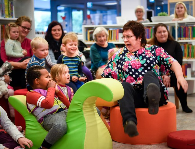 Kulturnatta 2017. Eventyrstund på biblioteket med Mette Røbergeng.