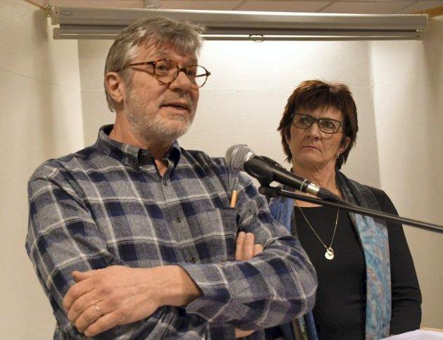 - Jeg var en varsler, sa Peter Svalheim om sin sorti fra bokbyen på et debattmøte nylig. Temaet var ytringsklimaet i Tvedestrand. Her sammen med ordfører Marianne Landaas.