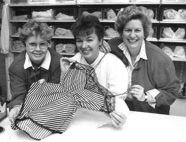 Kjolesalongen i Moss sentrum, 1987. Innehaver Turid Dohn (t.h.)