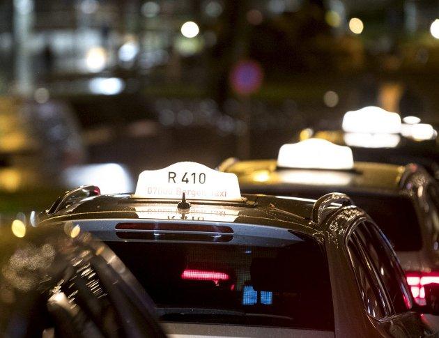 Regjeringen ser mer eller mindre helt bort fra rekken av innvendinger fra taxinæringen når det gjelder den omstridte taxireformen, selv om det et år etter at den ble innført ser ut til at skeptikerne får rett. ARKIVFOTO: SKJALG EKELAND