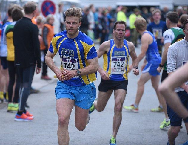 FULL FART: Bølers Haakon Engelsen Berg overtok stafettpinnen fra Jason Matthews.
