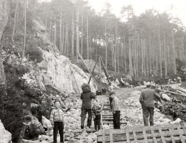 VEGARBEID: Slik såg det ut rundt 1960. Arbeidet med Sandviksbakken var i gang.