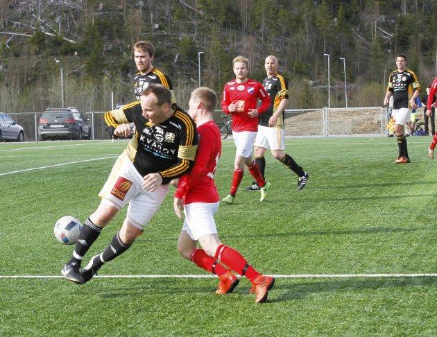 Vegset stadion Kampen Grane IL mot Lurøy FK 5-1. Eldst på banen, men ikke dårligst Richard Kvitvær, Lurøy FK