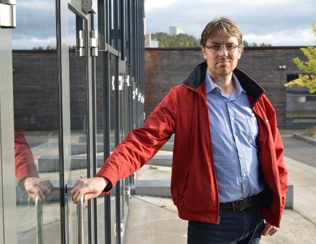 KJENN SKOLE: Øystein Skår, forelder til elev på 8. trinn er kritisk til de omfattennde karantenene.