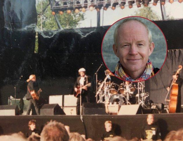 Han går sine egne veier, både musikalsk og politisk. Det er som han sang: He not busy being born, is busy dying. Den som ikke forandrer seg, blir en annen, skriver Lars Haltbrekken om 80-årsjubilanten Bob Dylan. Bildet, tatt av Haltbrekken selv, er fra Kalvøyafestivalen i 1990.