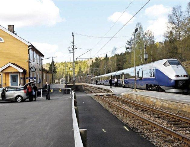 Jernbaneforum Sør vil kjempe for at morgentoget østover mot Oslo fortsatt skal stoppe her på Vegårshei og på de andre stasjonene på Sørlandsbanen. Arkivfoto