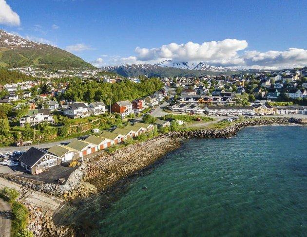 VASSVIK: Rekken med naust i Vassvik er planlagt revet, med unntak av de to som ligger nærmest Narvik Marina. Videre skal det fylles ut i sjøen for å oppnå et større areal for å huse leiligheter i litt forskjellig format i flere bygningskropper.