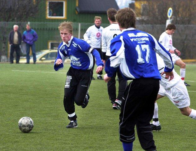 2004: Serieåpning HeSa fotball Mosjøen MIL mot Mo IL B på Moheia kunstgress endte 1-1. Kaptein Markus Brandth var MILs beste spiller.