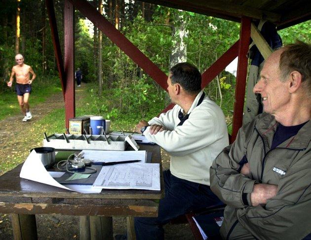 Står på: Bedre eksempel på lokal  frivillighet enn gutta i bua på Tirsdagsløpet, Kjell Aarefjord (t.h.) og Tor Erling Fledsberg, skal man lete lenge etter.