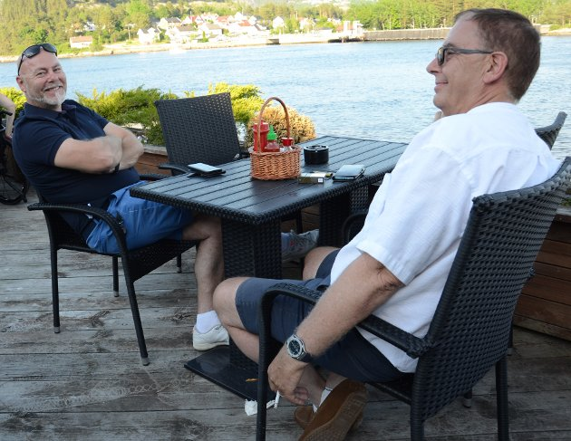 Gard og Thomas fra Hamar var i Svelvik for å hente noen båtdeler, og valgte i den anledning å søke til en av byens utesteder - Svelvik kro.