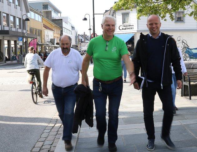 SENTERPARTIET: Jan Arve Midtbø, Einar Vereide og partileiar Trygve Slagsvold Vedum i Florø i valkampen 2019.