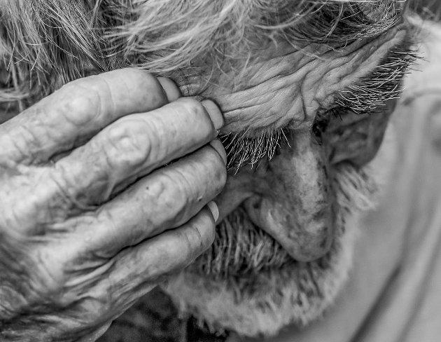 «Gammel i verden, ny i Norge». Brevforfatter Kari Løveid forteller hvordan sosialt arbeid har forandret seg, og mener det i dag ikke legges nok vekt på å skape kontakt og tillit.