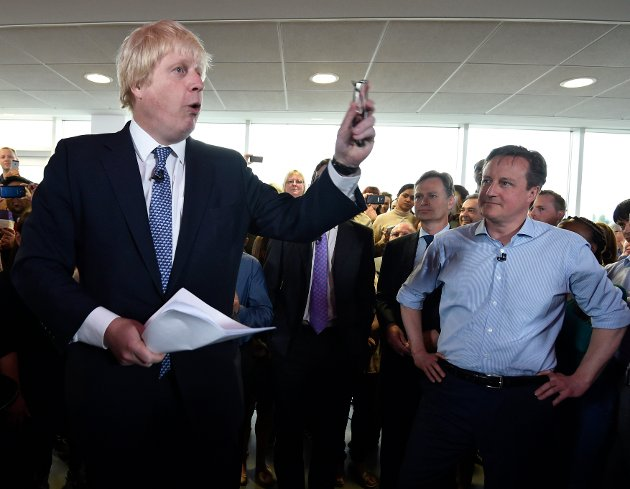 Brexit-motpolene: Moroklumpen Boris Johnson (Londons borgermester, til venstre) og David Cameron (statsministeren) som har problemer etter at han slapp hunden løs, under et lystigere møte enn den siste tids valgkamp.
