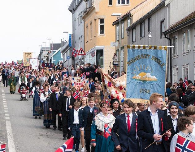 Solneset og Hamna skole i skoletoget.